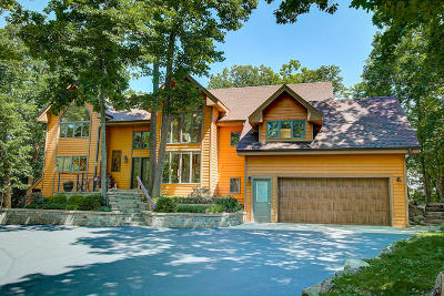 Oconomowoc Single Family Home Active Contingent With Offer: 1096 N Point View Rd