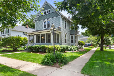 Lake Geneva Single Family Home Active Contingent With Offer: 1034 Dodge St