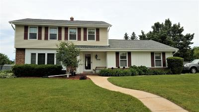 New Berlin Single Family Home Active Contingent With Offer: 15095 W Kingsway Dr