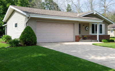 Muskego Single Family Home Active Contingent With Offer: S70w16965 Hedgewood Dr