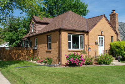 West Allis Single Family Home For Sale: 2477 S 78th St