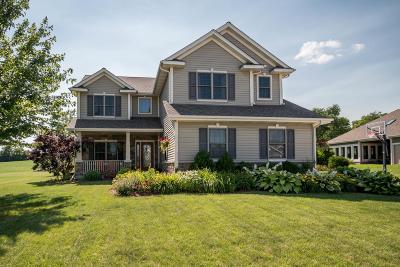 Mukwonago Single Family Home For Sale: 911 Pinehurst Dr