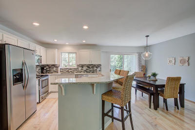 Waukesha Single Family Home Active Contingent With Offer: 1908 Wexford Ln
