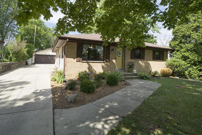 Milwaukee Single Family Home For Sale: 6239 S 3rd St