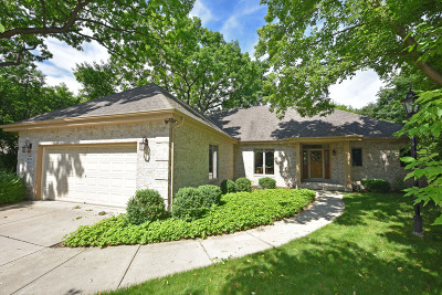 Pewaukee Single Family Home For Sale: W261n2653 Deer Haven Dr