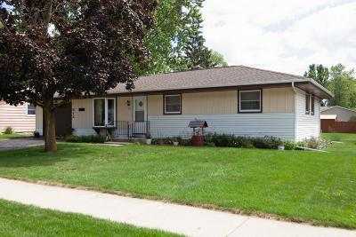 Kewaskum Single Family Home For Sale: 812 Pleasantwood Dr