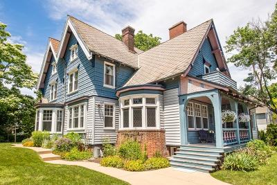Milwaukee WI Single Family Home For Sale: $599,000