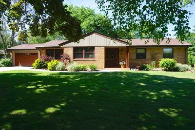 Brookfield Single Family Home For Sale: 15820 Elderlawn Pkwy