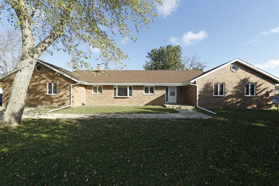 Muskego Single Family Home For Sale: 23148 7 Mile W Rd