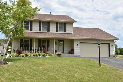 Oak Creek Single Family Home Active Contingent With Offer: 9454 S Regency Ct