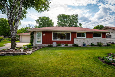 Menomonee Falls Single Family Home Active Contingent With Offer: W163n9442 Cheyenne Dr