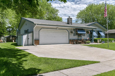 Mukwonago Single Family Home Active Contingent With Offer: 1212 Western Trl