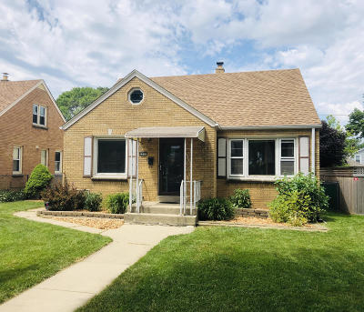 Milwaukee Single Family Home For Sale: 3531 S 15th Pl