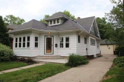 Wauwatosa Single Family Home For Sale: 2560 N 65th St