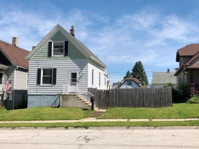 South Milwaukee Single Family Home Active Contingent With Offer: 1404 Manitoba Ave