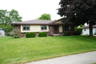 Oak Creek Single Family Home Active Contingent With Offer: 7670 S Quincy Ave