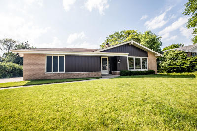 New Berlin Single Family Home Active Contingent With Offer: 3560 S Russel Rd
