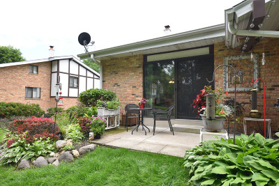 Cedarburg Condo/Townhouse Active Contingent With Offer: N13w5468 McKinley Ct