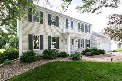 Waukesha Single Family Home Active Contingent With Offer: 2110 Springbrook South