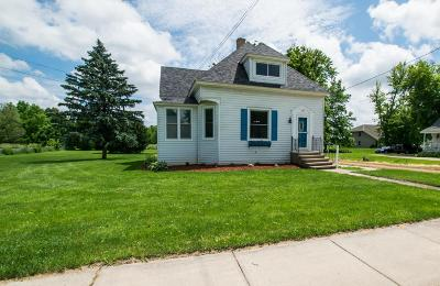 Darien Single Family Home Active Contingent With Offer: 129 W Beloit St