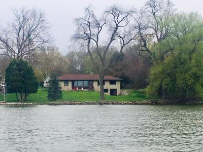 Pewaukee Single Family Home For Sale: N22w28116 Edgewater Dr