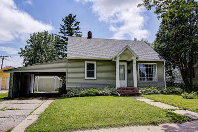 Delavan Single Family Home Active Contingent With Offer: 1042 Edward St