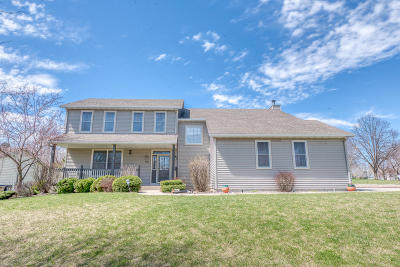 Pleasant Prairie WI Single Family Home For Sale: $339,900