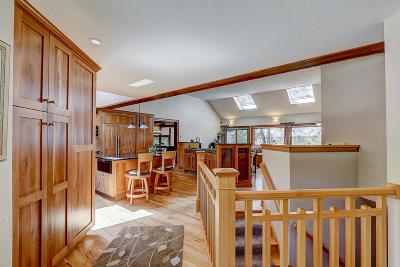 Hartford Single Family Home For Sale: 693 Dublin Dr