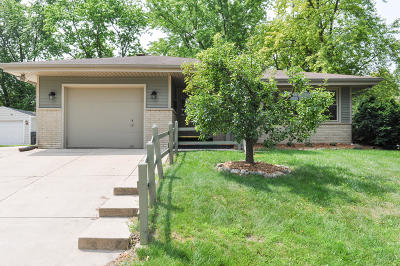 Waukesha Single Family Home Active Contingent With Offer: 1501 Greenway Ter