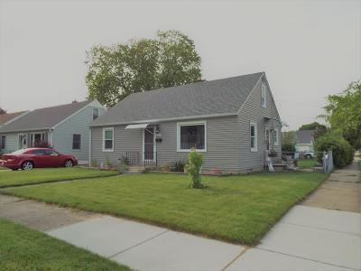 Single Family Home Active Contingent With Offer: 2102 31st St