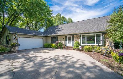 Cedarburg Single Family Home For Sale: 7550 Devonshire Dr