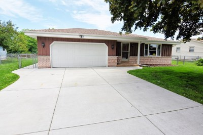 New Berlin Single Family Home Active Contingent With Offer: 4090 S Regal Dr