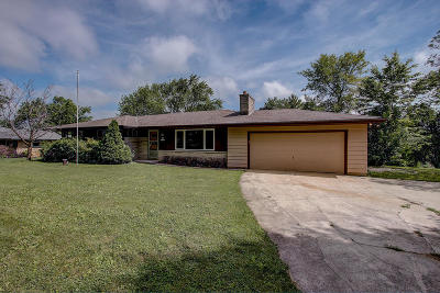 Menomonee Falls Single Family Home Active Contingent With Offer: N62w15706 Cherry Hill Dr