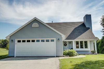 Waukesha Single Family Home Active Contingent With Offer: 2430 Fox River Pkwy