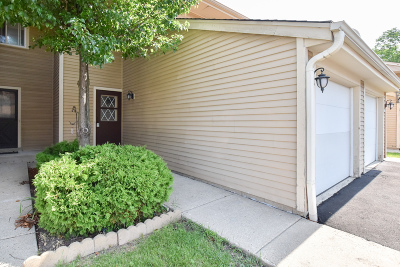 Greenfield Condo/Townhouse Active Contingent With Offer: 4646 S Woodland Dr