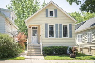 Milwaukee Single Family Home Active Contingent With Offer: 341 E Schiller St