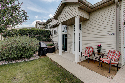 Waukesha Condo/Townhouse Active Contingent With Offer: 2426 Fox River Pkwy #F