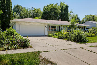 West Bend Single Family Home For Sale: 927 Redwood St