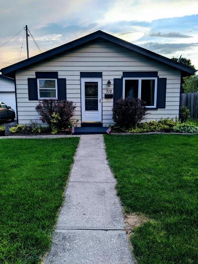 Waukesha Single Family Home Active Contingent With Offer: 712 Sylvan Ter