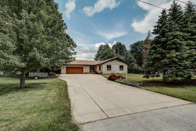 Muskego WI Single Family Home For Sale: $424,900