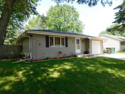 Kewaskum Single Family Home Active Contingent With Offer: 803 Pleasantwood Dr