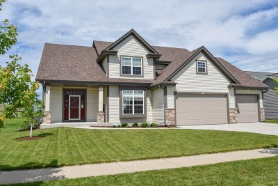 Oconomowoc Single Family Home Active Contingent With Offer: 1404 Blazing Star Dr