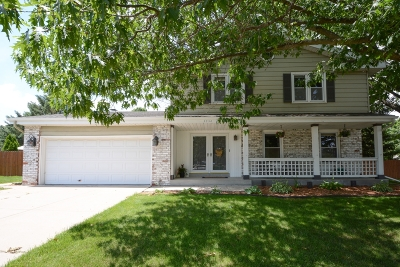 Waukesha Single Family Home Active Contingent With Offer: 2736 N University Dr