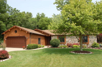 New Berlin Single Family Home Active Contingent With Offer: 12450 W Weatherstone Blvd