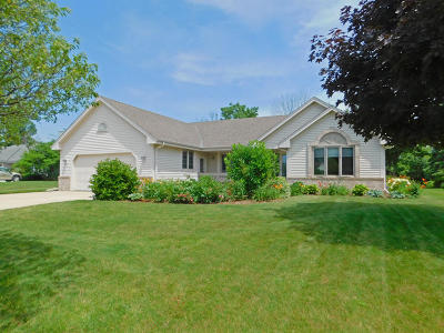 New Berlin Single Family Home Active Contingent With Offer: 4884 S Hawthorne Dr