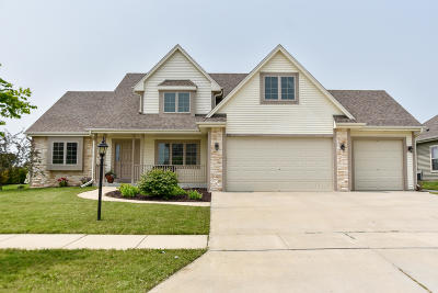 Port Washington Single Family Home Active Contingent With Offer: 597 Greystone Dr