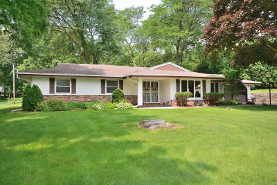 Brookfield Single Family Home Active Contingent With Offer: 2445 Rockway Ln E