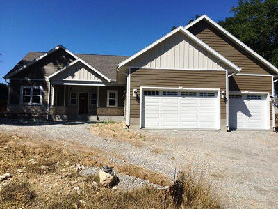 Watertown Single Family Home For Sale: 608 Sweetbriar Ln