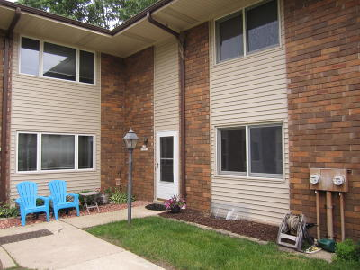 Muskego Condo/Townhouse Active Contingent With Offer: S73w17151 Briargate Ln