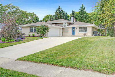 Waukesha Single Family Home Active Contingent With Offer: 1018 S Grandview Blvd